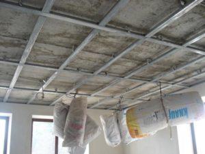 Обшивка потолка панелями и гипсокартоном своими руками