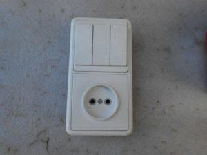 Замена трехклавишного выключателя с розеткой