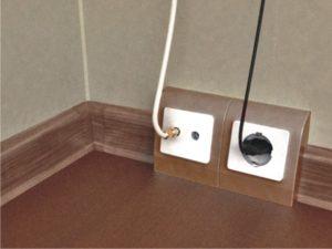 Прокладка электропроводки в плинтусе