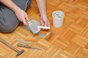 Как отреставрировать старый ламинированный пол своими руками