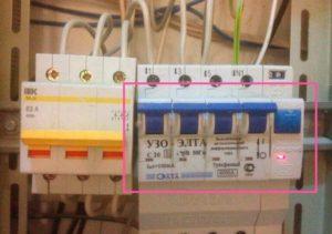 Почему выбивает автомат 16А при подключении греющего кабеля?
