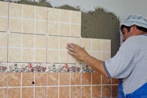 Как выложить плитку на кухне своими руками?